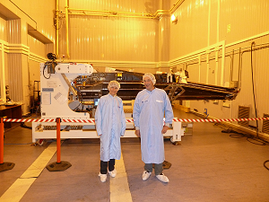 Isabelle Fratter (on the left) and Jean-Michel Léger (on the right) in front of the FM2 satellite, in the integration hall in Plessetsk.